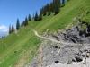 der Weg bei Bleisa, ein steiles Tobel