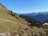 Sicht vom Gummen auf li Höhenweg; mi Gandstock, hii Charrenstock