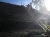 steile Metalltreppe, die hinunter zur Burghütte führt