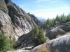 Blick talauswärts, vom Gletscher abgeschliffenen Felsen