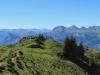 auf dem Rückweg;  ein Pfad im steilen Abhang  T3; Blick auf Aussichtspunkt ; Glärnisch, Gauschla 2310m, Alvier 2343m, Chrummenstein 2261m