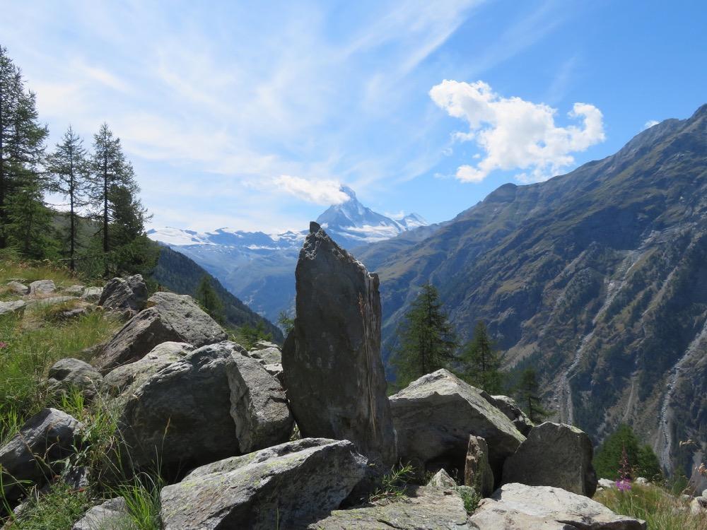Matterhorn 44778m vor Steinkulisse