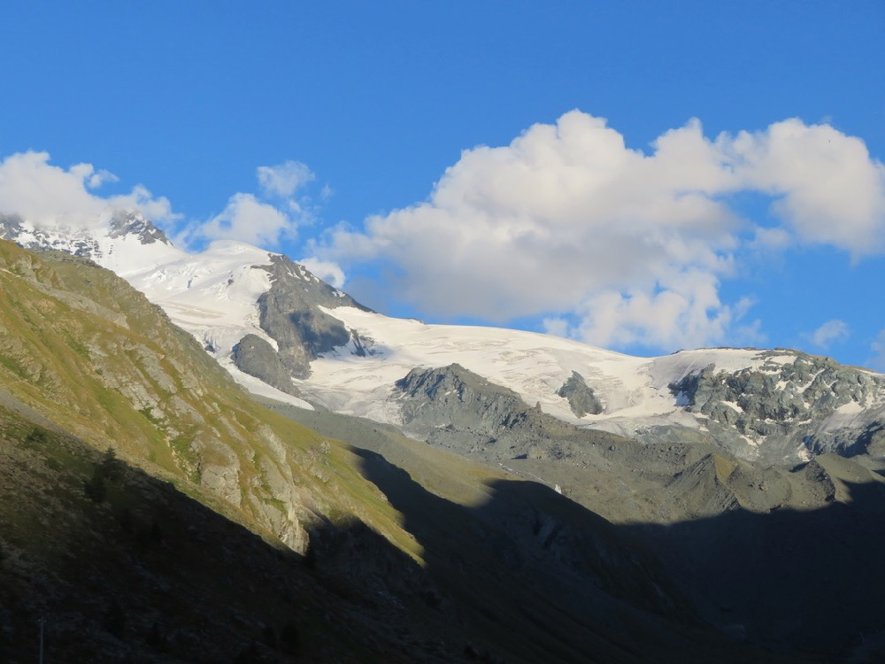 Täschalp 2172m; das Rimpfischhorn 4199m  im Abendlicht