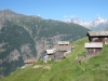 die Hütten von Oberfinilu mit  Rinderhorn und Balmhorn
