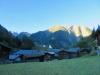 die ersten Sonnenstrahlen auf dem Breithorn; das Dorf Binn