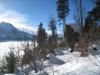 unterwegs im Winterwald zum Brünig; der grosse Felsblock, den der Gletscher hier abgelagert hat