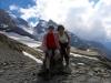Brigitte und Marianne auf dem Hohtürli 2778m; Ufm Stock und Blüemlisalp Rothorn