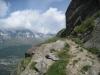 Weg im steilen Hang