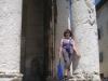 Marianne vor den röm. Tempel in Pula
