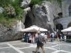 Eingang zu der Höhle von Postonja