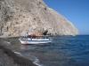 unser Boot in Perissa; Einstieg nur barfuss möglich