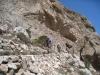 der Weg hinunter von der Quelle nach Kamari