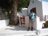 Marianne vor der Kirche