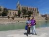 Marianne   und Bruni vor  der Kathedrale von Palma