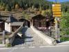 das Dorf Binn mit der Bogenbrücke