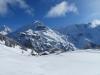 auf  Alp Bir Mittleren Tili 1841m; Mönch 4099m, Schwarzer Mönch 2648m, Jungfrau, 4158m,  davor  Schwarzer Mönch 2648m, Gletscherhorn 3983m, Aebeni Fluh, Mittagshorn 3897m