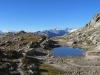 namenloser See vor Grätlisee; li Alphubel, Mischabelgruppe, Matterhorn, Weisshorn; re Vorder Galmihorn 3517m, Hinter Galmihorn 3486m, Pkt.3463m ; dahinter weiss:Gross Wannenhorn 3906m, Oberaar Rothorn 3667m, vo  Nollen 3404m, Fiescher Gabelhorn 3876m,  Oberaarhorn 3637m