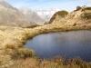 gefrorener See; Rothorn 3271m, Olmenhorn 3314m, Gross Grünhorn  4043m, Fiescherhörner, Gross Wannenhorn 3905m, Klein Wannenhorn 3706m