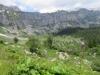 Alp Bergeten mit Felswand gegen Eggstock