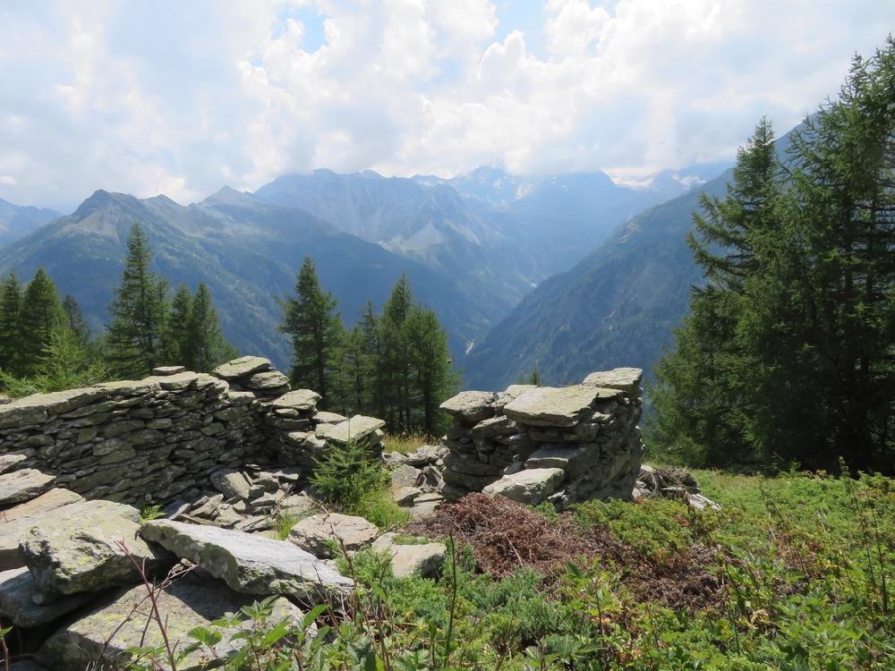 der Weg hinunter nach Simplon Dorf