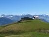 Blick auf Schönbühl 2008m mit: Titlis 3238m, Reussend Nollen 3303m, Wendenstöcke 3042m, vo Hochstollen 2481m,  Sustenhorn 3503m