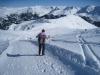 der Winterwanderweg vom Weisshorn hinunter; Sicht gegen Brüggerhorn 2447m