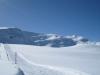 der Winterwanderweg vom Weisshorn hinunter; hi das Weisshorn  2653m