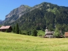 die Kirche von Weisstannen; Hüenerspitz 2367m, Horn 1841m