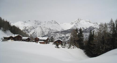 Chalets auf Ob. Hellela mit Bietschhorn