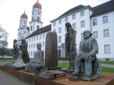 Klosterkirche St. Urban mit Statuen von Chines. Künslter