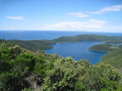 Sicht vom Veliki Gradac auf die Seen und das Meer