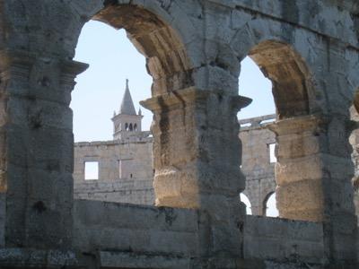 das Amphitheater von Pula