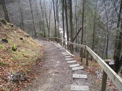 Treppe hinunter nach  Sörebärgli