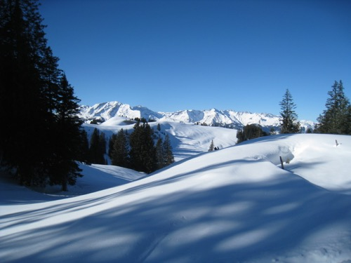 wunderschöne Winterlandschat mit den Calandas und Ringelspitz