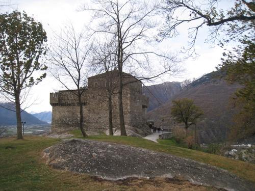 Castello di Sasso Corbaro 460m